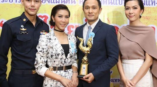 ทัพดาราตบเท้า เข้ารับรางวัล คนไทยตัวอย่าง ครั้งที่ 3