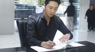 จอง อิลอู ลงนามถวายความอาลัยเบื้องหน้าพระบรมฉายาลักษณ์ ในหลวง รัชกาลที่ 9