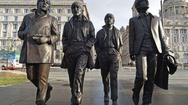 ระลึกครบรอบ 50 ปี ลิเวอร์พูลเปิดตัวรูปปั้นใหม่ 'The Beatles'