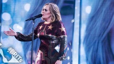 Adele พอใจ... ได้แก้มือแล้ว จากการแสดงเวที Brit Awards ที่ผ่านมา
