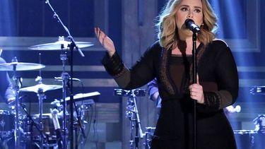 Adele ร้อง Make You Feel My Love ให้กำลังใจผู้สูญเสียในกรุงบรัสเซลล์