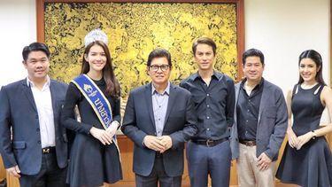 คณะผู้บริหารฯ Muzik Move รับมอบของที่ระลึกแทนคำขอบคุณ จากคณะนางสาวไทยประจำปี 2559