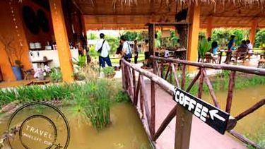กาแฟ ริมน้ำ ในบ้านดิน ที่คุ้มวิมานดิน