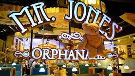 Mr.Jones Orphanage ขึ้นรถไฟสาย ขนมหวาน ละลานตากับเค้กหลากสีสัน ที่ สยาม
