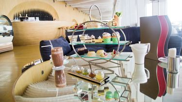รีวิว Drift Hilton Pattaya Hotel จิบชาสบายยามบ่ายคล้อย