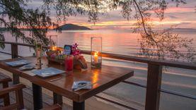 ชมแสงอาทิตย์ตก กับ ดินเนอร์มื้อค่ำสุดโรแมนติก และซีฟู้ดรสแซ่บ ริมทะเล ที่ Nikki Beach เกาะสมุย