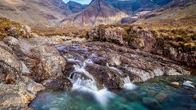 Fairy Pools สระน้ำในเทพนิยายที่มีอยู่จริง น้ำใสราวกับคริสตัล ที่สกอตแลนด์
