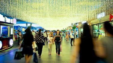 เที่ยวจีน ช้อปปิ้งสุดชิค เดินชิลล์ถนนคนเดินฮั่นเจีย เมืองอู่ฮั่น ชมไฟสีสันยามค่ำคืน