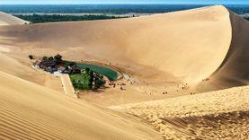 ทะเลสาบจันทร์เสี้ยว เย่ว์หยาเฉวียน โอเอซิส กลางทะเลทราย ประเทศจีน