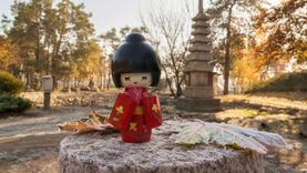 เที่ยวญี่ปุ่น ซื้อของฝากอะไรดี ? ของฝากสุดฮิตที่ญี่ปุ่น ตุ๊กตาโคเคชิ  (Kokeshi) ตุ๊กตาไม้แห่งมิตรภาพ