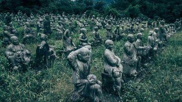 ช่างภาพญี่ปุ่นเจอดี ค้นพบ หมู่บ้านรูปปั้นชวนหลอน ในป่าจังหวัดโทยาม่า