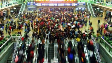 เดินไหม? ชมคลิป รถติดนานที่สุดในโลก ประเทศจีน กินเวลา 10 กว่าวัน สุขสันต์วันหยุดยาว