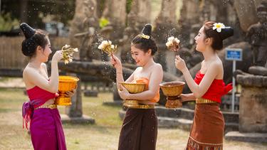 รวม งานสงกรานต์ ภาคตะวันออก อยากบอกให้ไปเที่ยว กลับบ้านแต่งไทย ไปเล่นสงกรานต์ สืบสานวิถีไทย