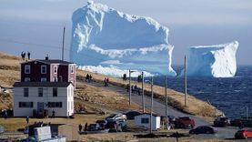 รู้สึกอิจฉา! แคนาดา พบก้อนน้ำแข็งยักษ์ สูง 46 เมตร ลอยใกล้ชายฝั่ง นักท่องเที่ยวแห่เยือน