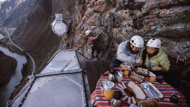 ยอมใจ! Natura Vive Skylodge โรงแรมแคปซูล กระจกใส บนหน้าผาสูงกว่า 120 เมตร