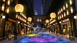 เที่ยวโตเกียวมุมมองใหม่ ใส่ยูกาตะย้อนเวลาสู่เอโดะ ชมดอกไม้ไฟสุดอลังการ!