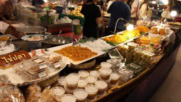ยกตลาดน้ำมาไว้กลางห้าง 13 ร้านอร่อย ตลาดน้ำ ในงานโฟลทติ้ง มาร์เก็ต พารากอน