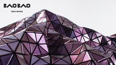 ใหม่ล่าสุด! กระเป๋ารุ่น PRISM METALLIC กระเป๋าสีสันสุดเก๋จาก BAO BAO ISSEY MIYAKE
